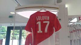 "Футболка Александра Головина в официальном магазине ""Монако""."
