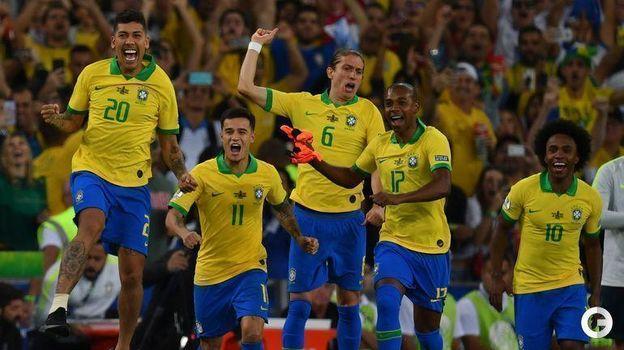 7 июля. Рио-де-Жанейро. Бразилия – Перу – 3:1. Бразильцы празднуют победу. Фото AFP