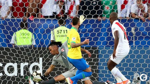 7 июля. Рио-де-Жанейро. Бразилия – Перу – 3:1. Эвертон открывает счет. Фото Reuters