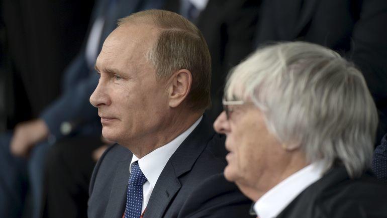 Берни Экклстоун (справа) и Владимир Путин. Фото REUTERS