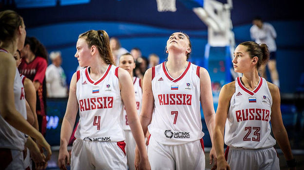 Евробаскет для Раисы Мусиной, Марии Вадеевой и Юлии Гладковой (слева направо) не задался с самого начала. Фото FIBA