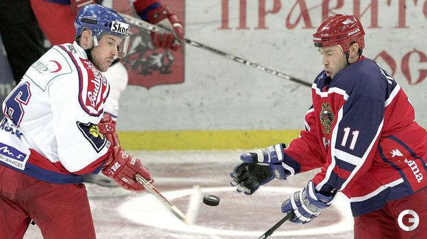 2004 год. Алексей Кудашов в матче сборных России и Чехии. Фото AFP