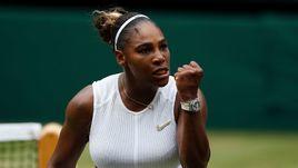 9 июля. Лондон. Серена Уильямс празднует победу в матче против Элисон Риске - 6:4, 4:6, 6:3.