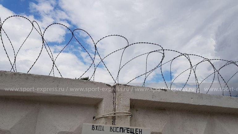 """Забор, за которым находится исправительная колония-4 в Алексеевке Белгородской области. Фото Александр Рогулев, """"СЭ"""""""