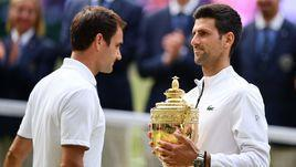 14 июля. Лондон. Новак Джокович (справа) обыграл Роджера Федерера в финале Уимблдона.