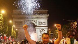 Безумие во Франции. Фанаты сборной Алжира разгромили Париж и Марсель