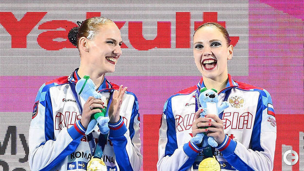 18 июля. Кванджу. Светлана Ромашина (слева) и Светлана Колесниченко на верхней ступеньке чемпионата мира. Фото AFP