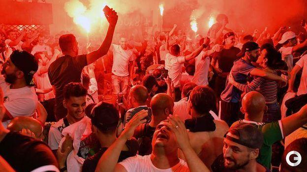20 июля. Марсель. Болельщики сборной Алжира празднуют победу сборной в Кубке Африки. Фото AFP
