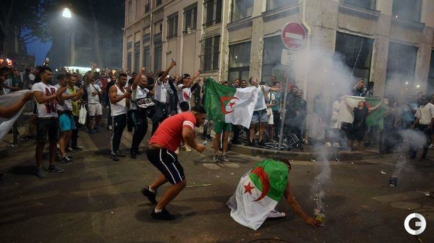 20 июля. Лион. Болельщики сборной Алжира празднуют победу сборной в Кубке Африки. Фото AFP