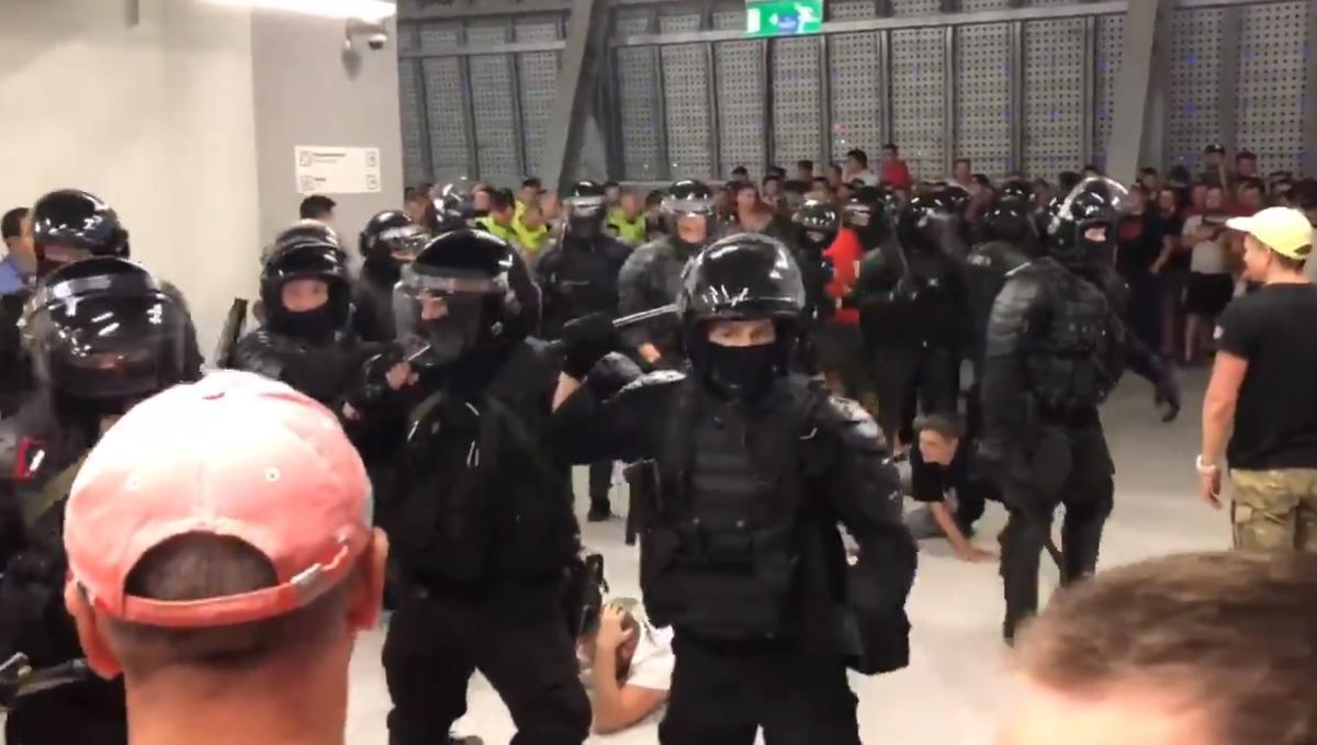 """""""Создали давку, позвали ОМОН и начали избивать. Англичане скажут: """"Полицейское государство"""""""