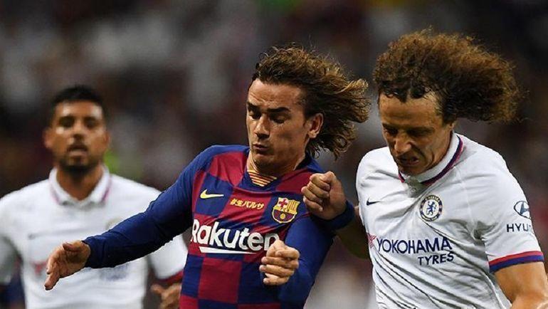 "23 июля. Саитама. ""Барселона"" - ""Челси"" - 1:2. Антуан Гризманн против Давида Луиза."