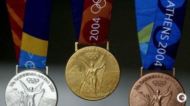 Медали Олимпийских игр-2004 в Афинах. Фото REUTERS