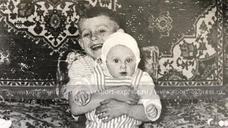 Маленькие Федор и Виталий. Фото из архива семьи Черенковых