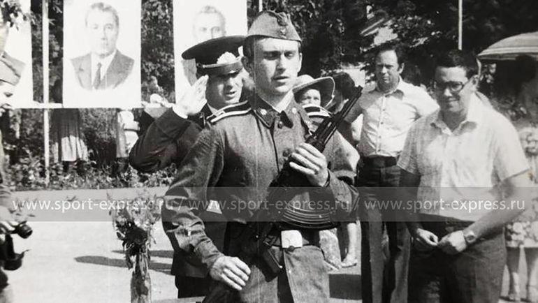 Федор Черенков принимает присягу. Фото из архива семьи Черенковых