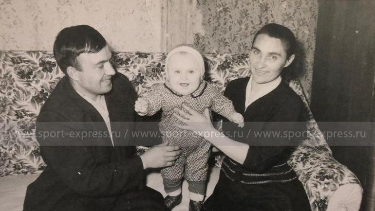 Федор Черенков с родителями Федором Егоровичем и Александрой Максимовной. Фото из архива семьи Черенковых