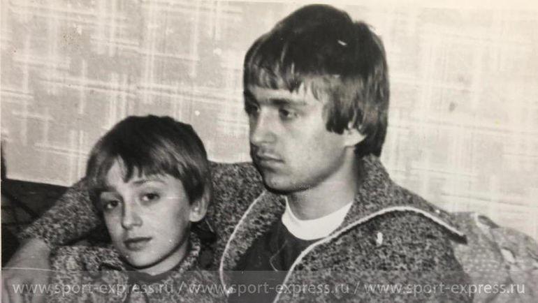 Федор с братом Виталием в сшитых их мамой свитерах. Фото из архива семьи Черенковых