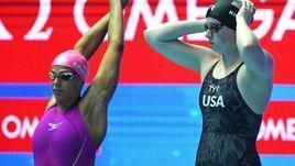 23 июля. Кванджу. Юлия Ефимова (слева) и Лилли Кинг перед стартом 100-метровки.