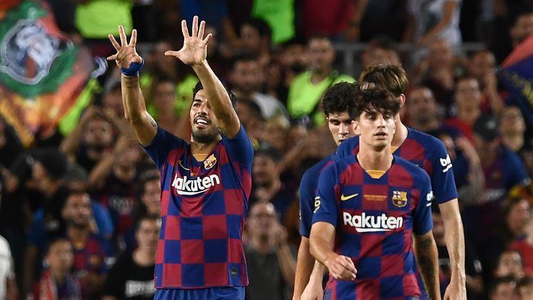 """4 августа. Барселона. """"Барселона"""" – """"Арсенал"""" – 2:1. Луис Суарес (слева) празднует победу. Фото AFP"""