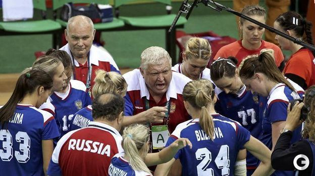 2016 год. Евгений Трефилов дает инструкции команде. Фото REUTERS