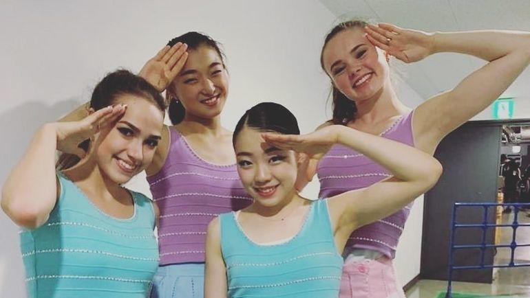 Алина Загитова и Рика Кихира (на переднем плане). Фото Instagram