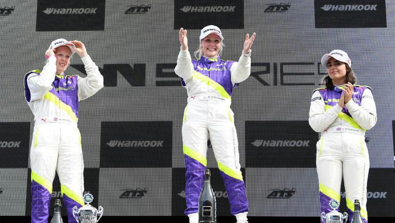 Пьедестал одной из гонок W Series. Фото REUTERS