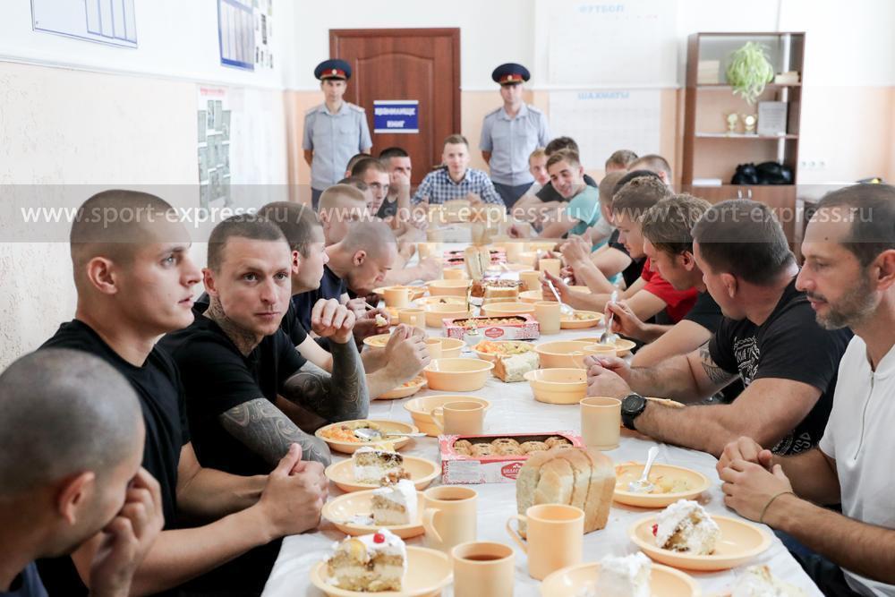 Жизнь Кокорина и Мамаева в тюрьме. Достоевский, футбол, сигареты