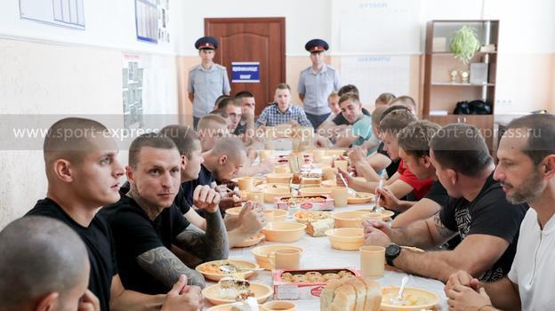 Команда Кокорина и Мамаева обыграла