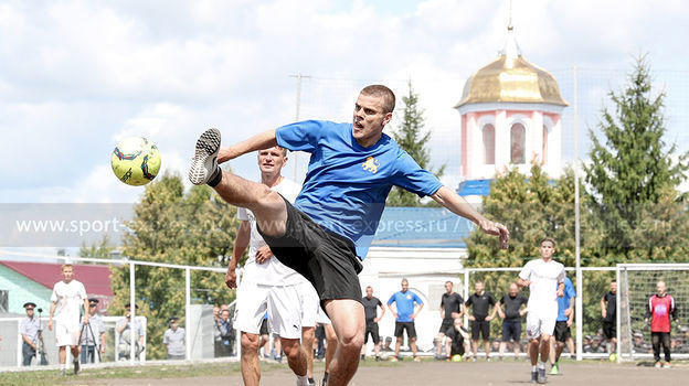 Футбольный матч Александра Кокорина и Павла Мамаева в колонии в Алексеевке против