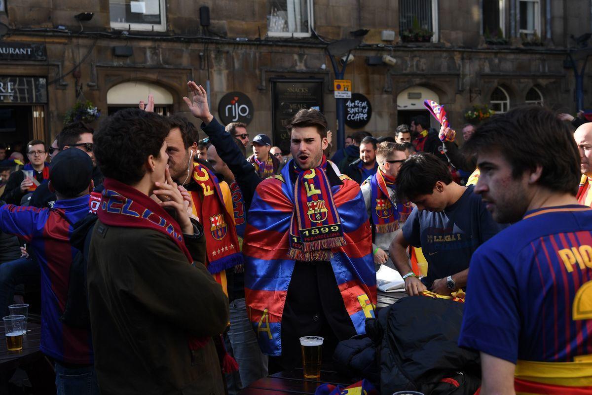 """На """"Камп Ноу"""" осталась культура, но ушло боление. Как """"Барселона"""" избавилась от воинственных фанатов и насилия."""