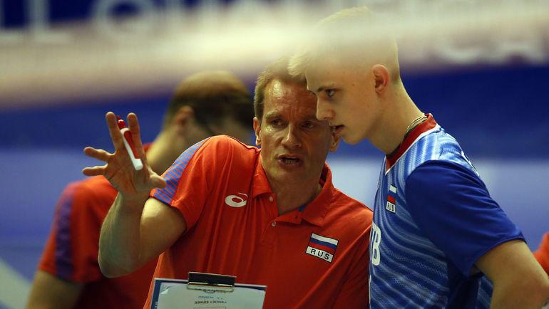 Главный тренер сборной России Туомас Саммелвуо (слева). Фото FIVB