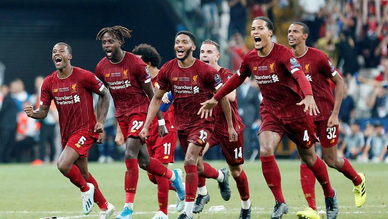 """15 августа. Стамбул. """"Ливерпуль"""" - """"Челси"""" - 2:2 (пенальти - 5:4). Игроки """"Ливерпуля"""" празднуют победу в Суперкубке УЕФА. Фото Reuters"""