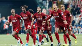 """15 августа. Стамбул. """"Ливерпуль"""" - """"Челси"""" - 2:2 (пенальти - 5:4). Игроки """"Ливерпуля"""" празднуют победу в Суперкубке УЕФА."""