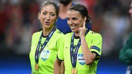 "14 августа. Стамбул. ""Ливерпуль"" - ""Челси"" - 2:2 (5:4 пенальти). Мануэла Николози и Стефани Фраппар."