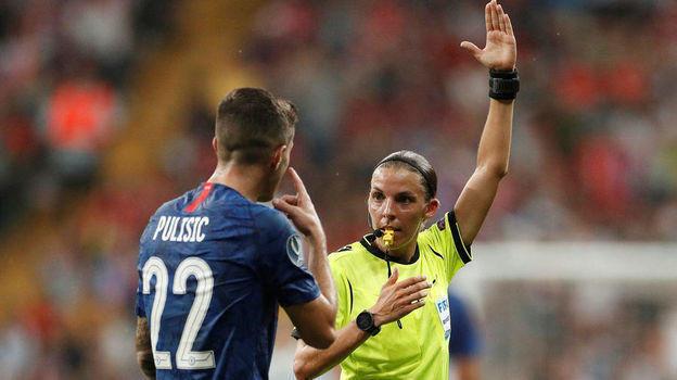 Ливерпуль— Челси— 2:2, пенальти— 5:4. Суперкубок УЕФА. Женщина оценивает судейство женщины