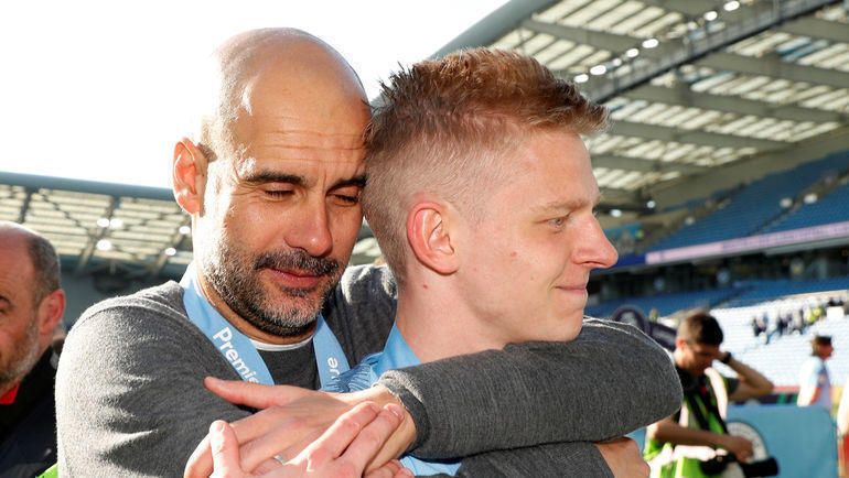 Защитник «Манчестер Сити» Александр Зинченко (справа) и главный тренер Хосеп Гвардьола. Фото REUTERS