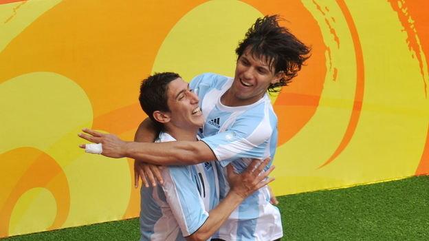 23 августа 2008 года. Пекин. Нигерия - Аргентина - 0:1. Анхель Ди Мария и Серхио Агуэро празднуют гол. Фото AFP