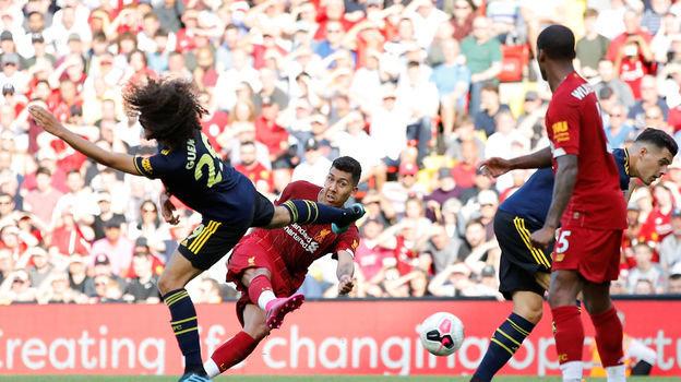 24 августа. Ливерпуль. «Ливерпуль» - «Арсенал» - 3:1. Роберту Фирмину бьет по воротам. Фото REUTERS