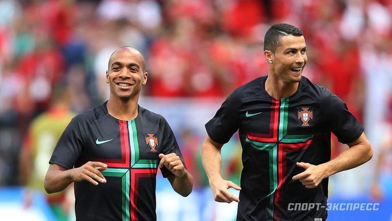 20 июня 2018 года. Москва. Жоау Мариу и Криштиану Роналду во время тренировки сборной Португалии на ЧМ-2018.