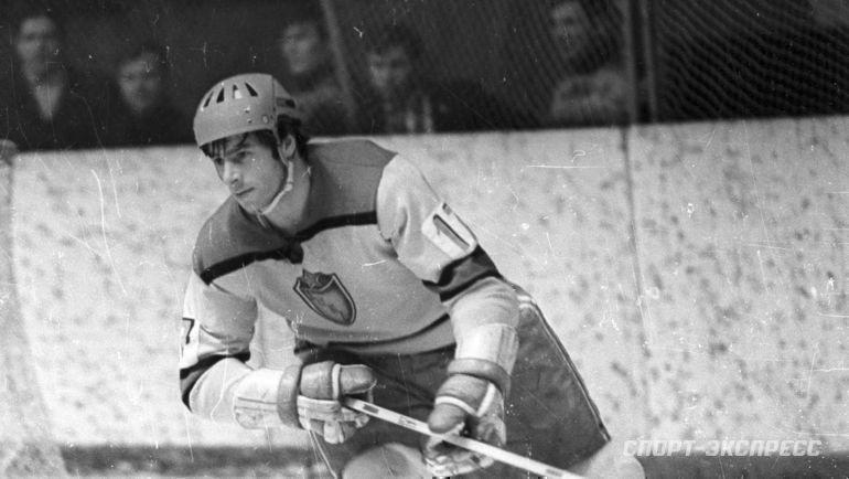 Хоккеист ЦСКА Валерий Харламов.