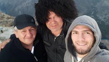 Абдулманап Нурмагомедов, Олег Тактаров и Хабиб Нурмагомедов (слева направо).
