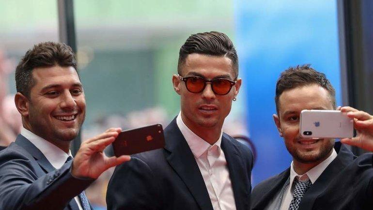 29 августа. Монако. Селфи с Криштиану Роналду перед гала-вечером УЕФА. Фото AFP