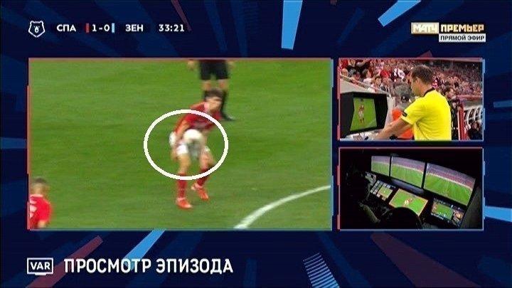 Игра рукой Зелимхана Бакаева перед голом.