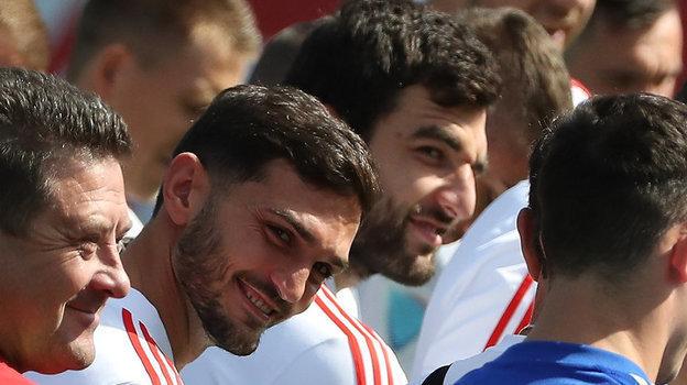 2 сентября. Новогорск. Магомед Оздоев и Георгий Джикия рядом друг с другом с улыбками на лице.с улыбками.