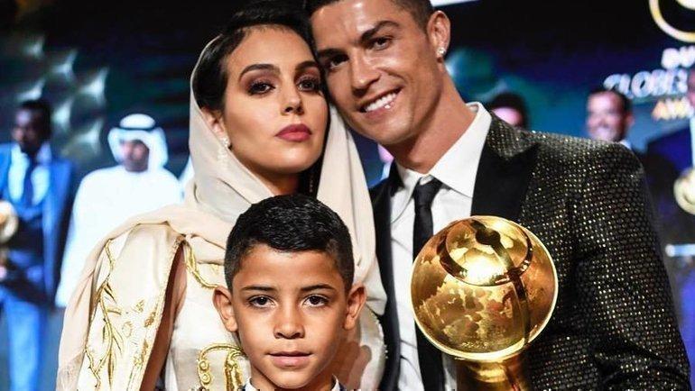 Криштиану Роналду, Джорджина Родригес и младший сын футболиста Криштиану-младший. Фото instagram.com