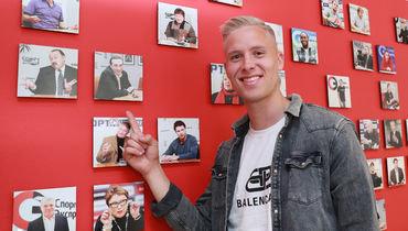 Хердур Магнуссон нашел фотографию президента ЦСКА Евгения Гинера на стене со снимками гостей «СЭ».