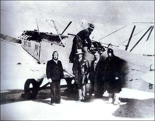Ноябрь 1937 года. Советские летчики добровольцы на аэродроме г. Ухань.