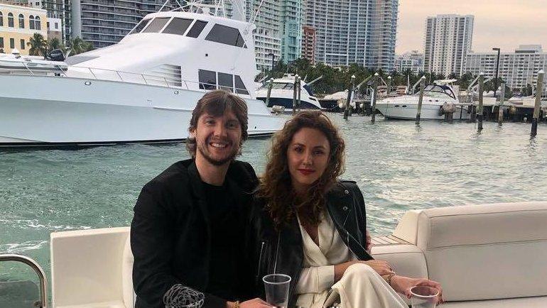 Сергей Бобровский с женой Ольгой. Фото instagram.com/sergeibobrovsky