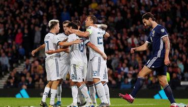 6 сентября. Глазго. Шотландия - Россия - 1:2. Игроки сборной России празднуют победный гол.