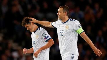 6 сентября. Глазго. Шотландия - Россия - 1:2. Юрий Жирков (слева) и Артем Дзюба празднуют гол.