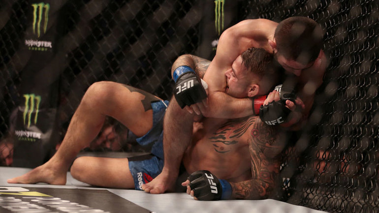 7 сентября. Абу-Даби. UFC-224. Удушающий прием Хабиба Нурмагомедова. Фото REUTERS